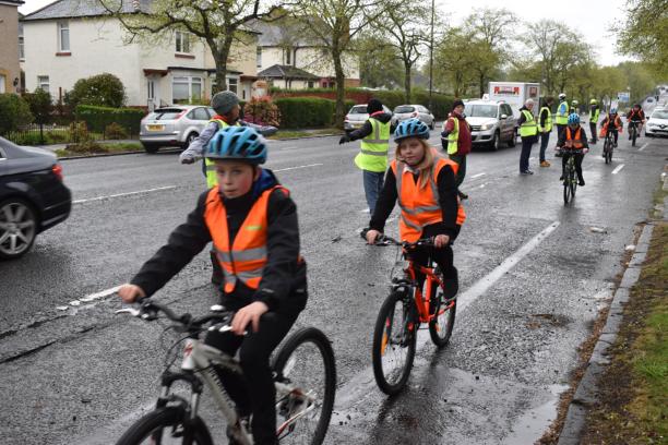 kids cycling along Cumbernauld road